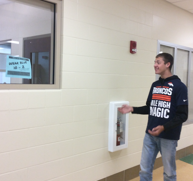 Sophomore+Zak+Vincent+analyzes+the+anti-bullying+day+flyer+on+a+classroom+window.