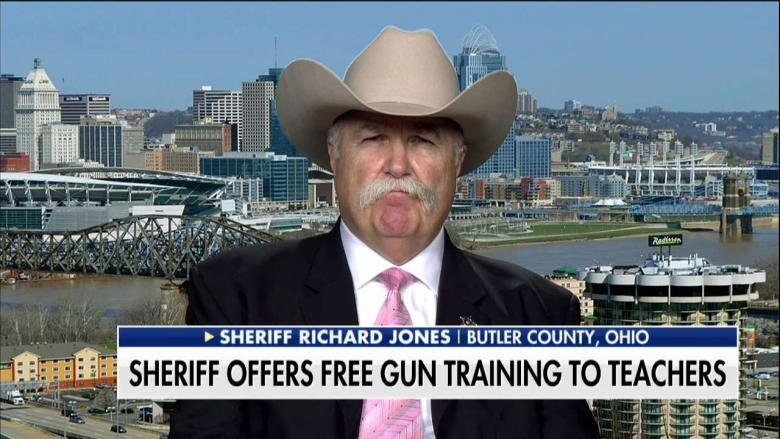Butler+County%2C+Ohio+Sheriff+Richard+K.+Jones+offers+to+train+teachers+to+use+guns+%28image+courtesy+of+Fox+News%29.