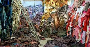Photo of unused garments courtesy of www.fastfashion-dieausstellung.de