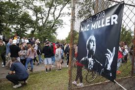 Mac Millers fans celebrate his life at memorial