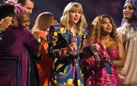 Taylor Swift calls out White House at VMAs