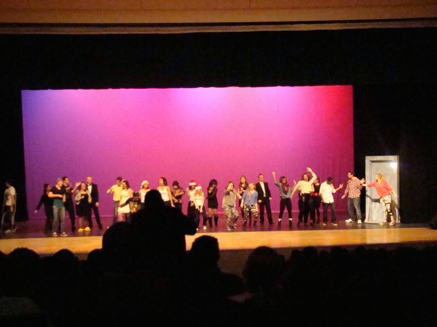 The+crowd+stands+to+applaud+the+participants+of+the+2013+Senior+Showcase.+The+2014+Senior+Showcase+debuts+for+students+on+Friday%2C+December+19%2C+during+sixth+period.