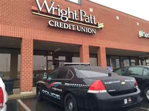 Englewood police investigate the armed robbery at the Hoke Road Wright-Patt Credit Union on December 5 (photo courtesy of Yahoo Images)