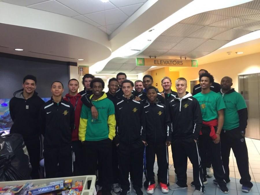 The+basketball+team+visits+Children%27s+Medical+Center.