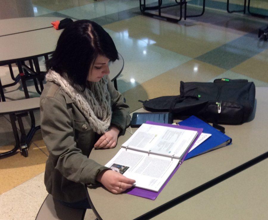 Junior+Nora+Hollen+studies+for+her+college+classes+that+will+occur+over+break.