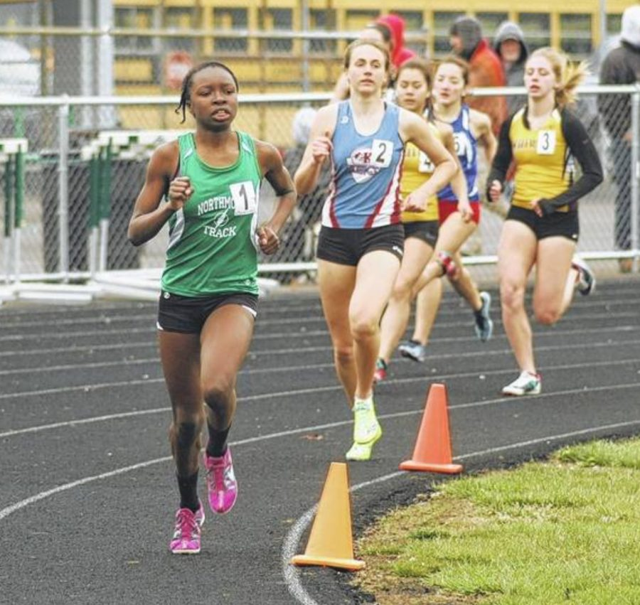 Senior+Melissa+Barrett+competes+in+the+800+meter+run+%28courtesy+of+Englewood+Independent%29.+