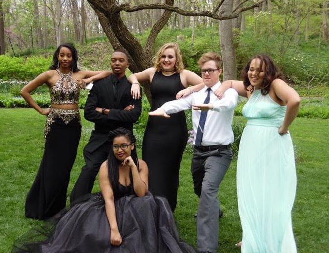 Junior+Alecia+Barker%2C+junior+Dion+Wilkins%2C+junior+Breanna+Sharp%2C+senior+David+Sutter%2C+and+sophomore+Faith+Thompson%2C+with+senior+Kiani+Hayes+in+front%2C+take+prom+pictures+at+Allwood+Garden+Metropark%28photo+courtesy+of+Thompson%29.