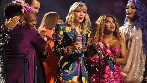 Taylor during her acceptance speech. Courtesy of Entertainment Tonight