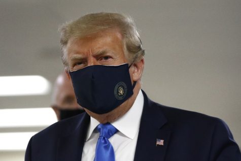 Trump wears a mask in public for the first time